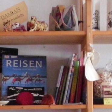 Im Damian Laden Oelde gibts für jedeN etwas: vom Buch über die Hängematte zur Giraffe.